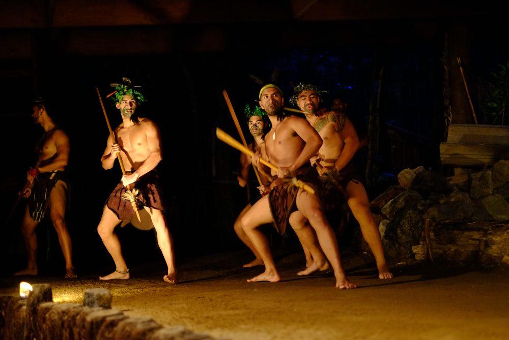 Przedstawienie w wiosce Mitai