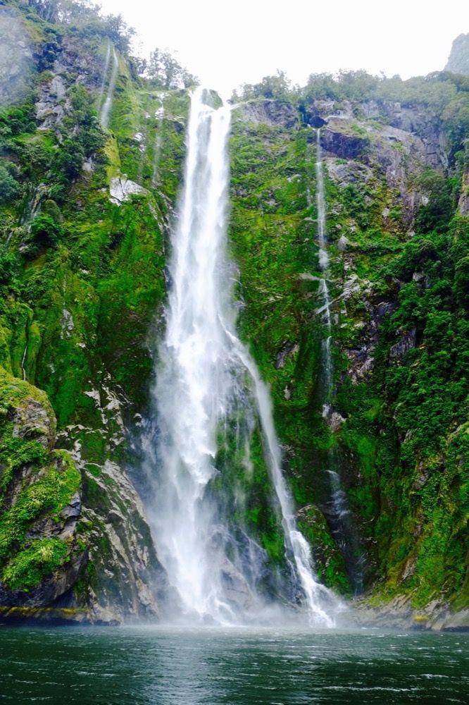 milford-sounds-wodospad-duzy